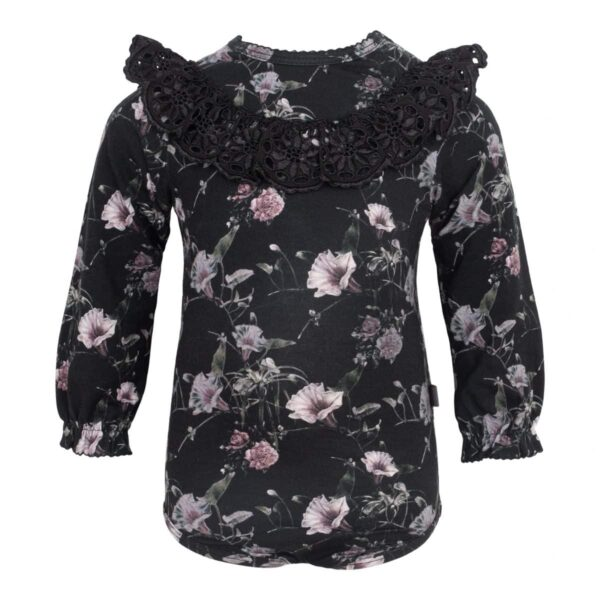 CR1 7395 Edit | AW19 Ella body med bred blonde i Black Flower Print