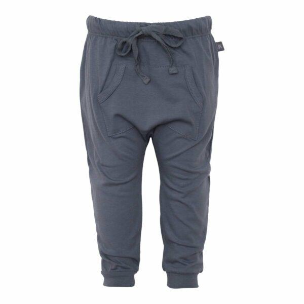 Grey baggy pants front | Navy Blå baggy bukser med lommer til drenge