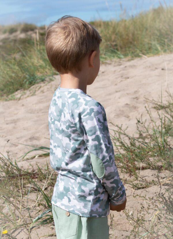 Storm Short Pants Noah Long slv T shirt 3   Noah bluse med albue lapper i green camou print